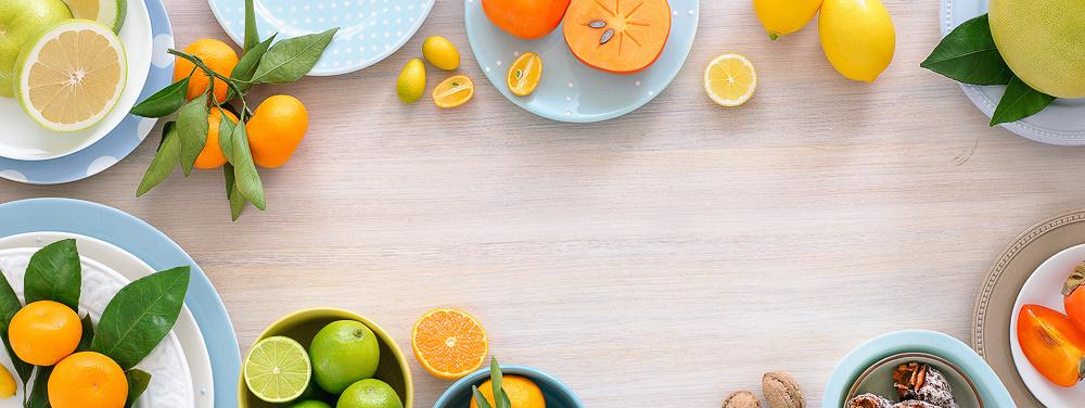Кухня. Стол с продуктами для шапки блога Катерины Агроник